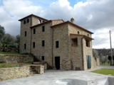 For sale in Cortona, Tuscany: 4-bedroom home with pool